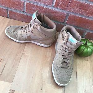 Nike high top tennis shoes